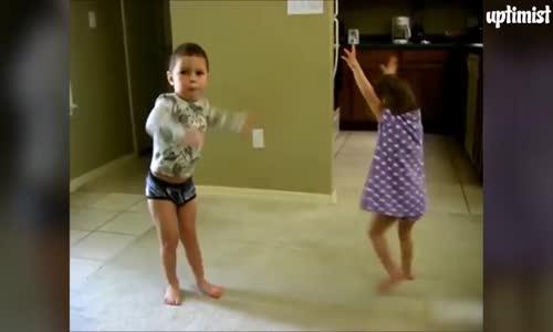 Деца танцуват страхотно!!!!!