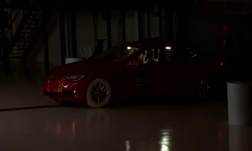 Tesla Model S (2016) се изложи на краш тестовете
