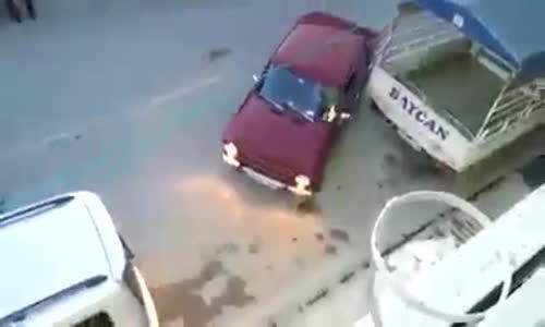 СТРАХОТНО ВИДЕО – ГЛЕДАЙТЕ как се паркира