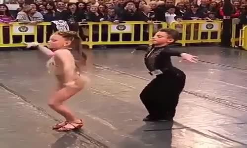 Талантливи деца танцуват спортни танци!