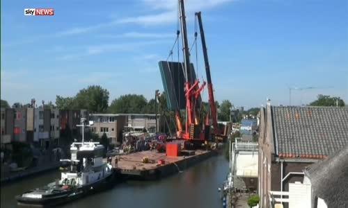 Строителни кранове паднаха в Холандия