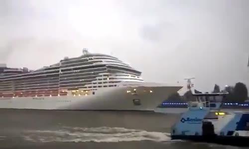 Когато капитанът има страхотно чувство за хумор!