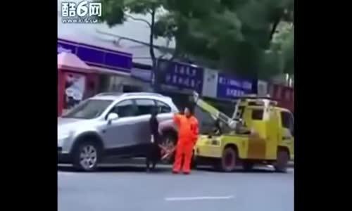 Паяк вдигна колата ми. Ами сега?